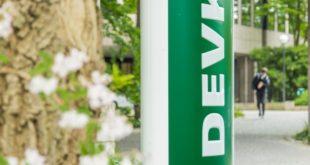 """Stehle vor der DEVK Zentrale in Köln. Weiterer Text über ots und www.presseportal.de/nr/36522 / Die Verwendung dieses Bildes ist für redaktionelle Zwecke honorarfrei. Veröffentlichung bitte unter Quellenangabe: """"obs/DEVK Versicherungen"""""""