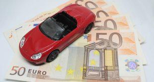 Ratenzahlung bei der Kfz-Versicherung teuer