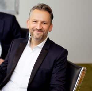 Eine Bankkontoeröffnung können Sie, dank Frank S. Jorga, Gründer und CEO von WebID, bequem von zu Hause aus erledigen.